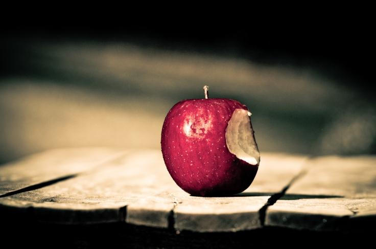 BŰN bitten-apple